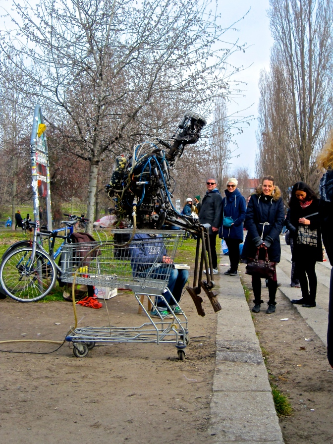 Robot in mauerpark